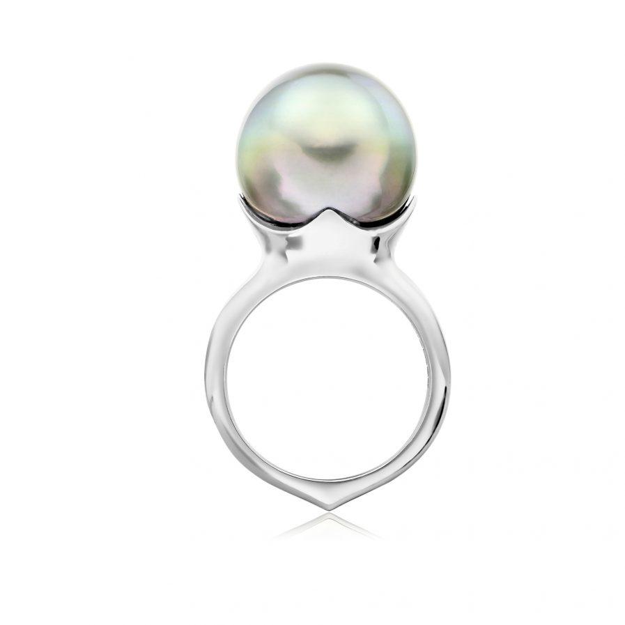 Tahitian silver pearl in platinum